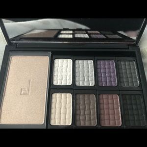 Other - Doucce Cosmetics Freematic Eyeshadow Pro Palette
